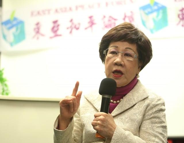 前副總統呂秀蓮昨(1)日表示,中共這些惠台措施是比武嚇更厲害的柔性統一台灣。(中央社)