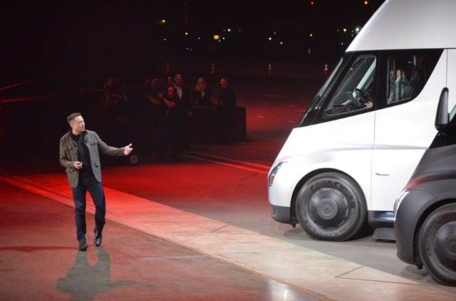 去年11月發布的特斯拉電動卡車Semi,近日完成了首次送貨上路任務。(Getty Images)