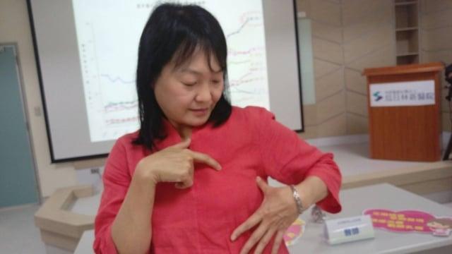 近5年的治療,黃小姐說,當自己放下以前汲汲營營的人生後,反感覺病情控制良好,現在不再害怕,也重建生活品質。 (記者黃玉燕/攝影)