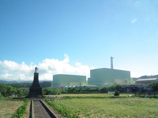 全國廢核平台29日舉行廢核大遊行,主張核一、二應盡早除役,核四應加速出售設備。圖為核四廠。(Toach japan/維基百科公有領域)