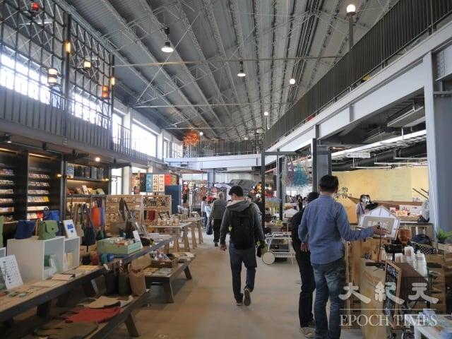 「棧貳庫」1,700坪室內空間吸引台灣在地30個文創與餐飲品牌進駐。