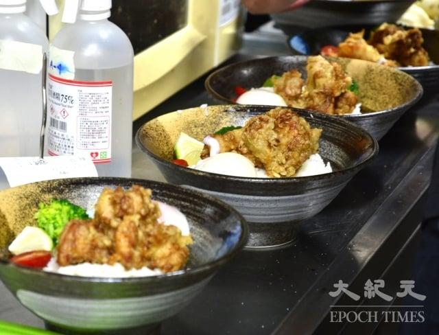 「一天一種主餐。」七喜廚房全新的轉變,讓來客不斷增加,訂餐被預約的客人佔滿,幾乎無法接待現場的來客。(唐揚雞餐)
