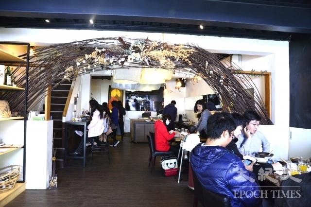 七喜廚房有8位正職的員工與3位工讀生,每個人都很忙碌。