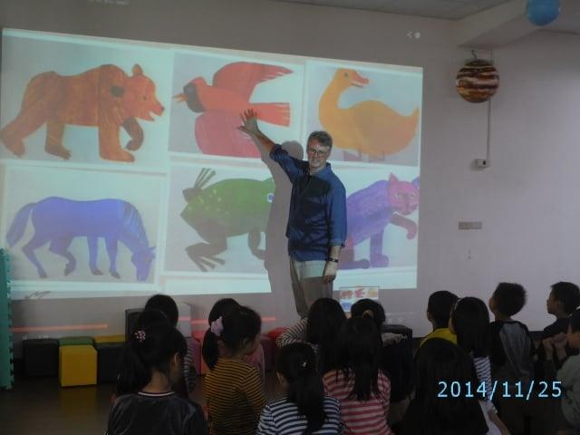 外籍老師上課,分享多元文化