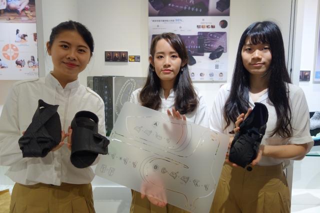 陳雯釺、魏彤庭、葉瑋婷共同設計「製給自足」,把廢輪胎變成鞋子。(北科大提供)