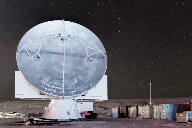 格陵蘭望遠鏡由ALMA的原型天線改裝,歷時5年完成,2018年加入事件世界望遠鏡全球陣列計畫,進行黑洞觀測。(中研院提供)