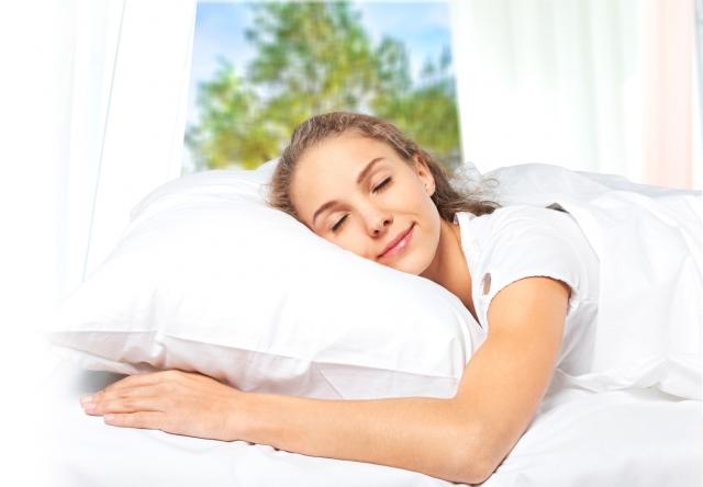失眠通常伴隨神經衰弱、憂鬱和焦慮等。人的心經上有一個穴位,可以改善失 眠,讓你睡得香。(Fotolia)
