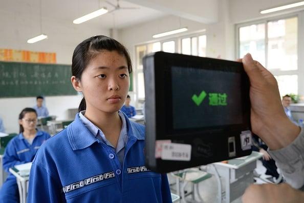 中共近年積極在中國大舉推動監控系統,「刷臉」技術已成為中國人民日常生活中的一部分。(Getty Images)