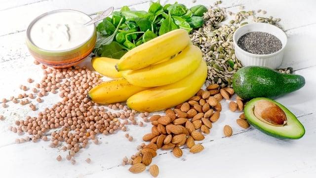 酪梨香蕉泥配碎開心果。(Fotolia)