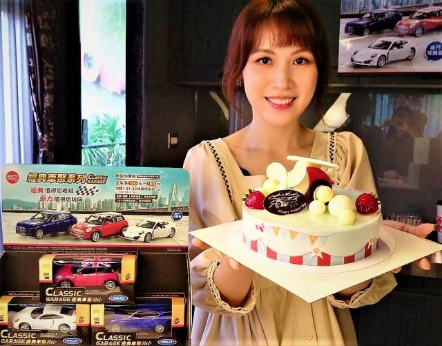 業者以精美平價造型蛋糕搶攻父親節商機。(記者黃玉燕/攝影)