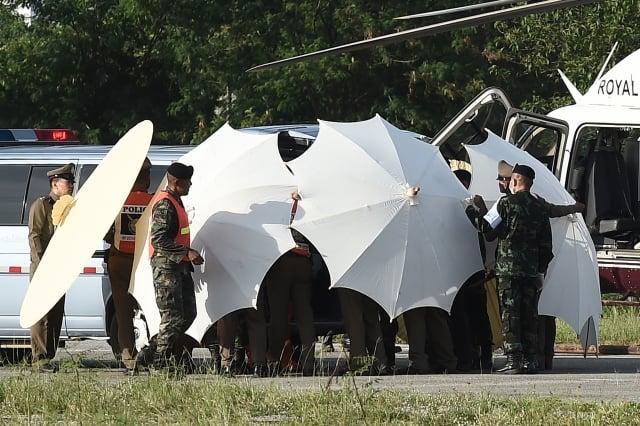 泰國官員表示,7月10日展開救援最後5人的行動,同時也將撤離照顧他們的4人。(LILLIAN SUWANRUMPHA/AFP)