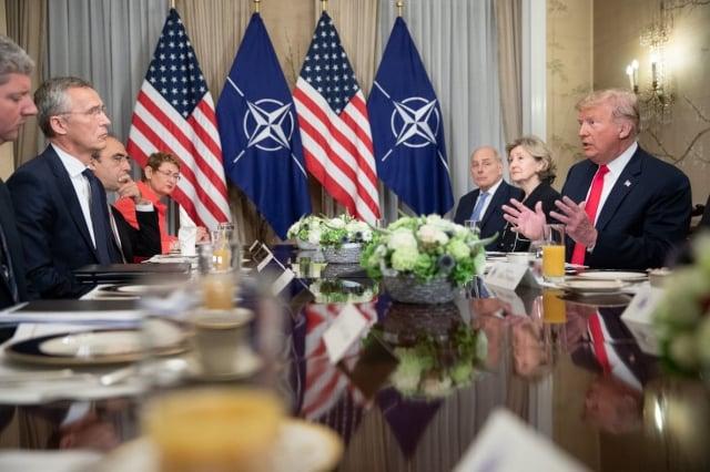 美國總統川普(右1)7天歐洲訪問行程,首站前往布魯塞爾參加北約峰會。(擷自白宮推特)