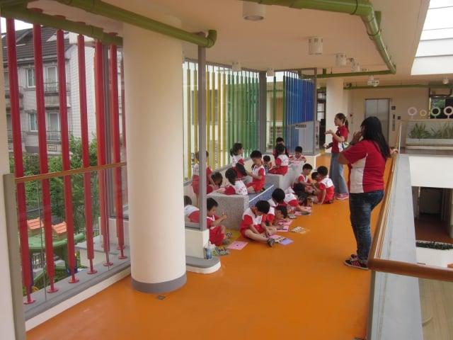 北北基颱風假不同調,有民眾把孩子送到托嬰中心,卻發現新北市老師沒法到班。圖為幼兒園示意圖。(準建築人手札網站/flickr)