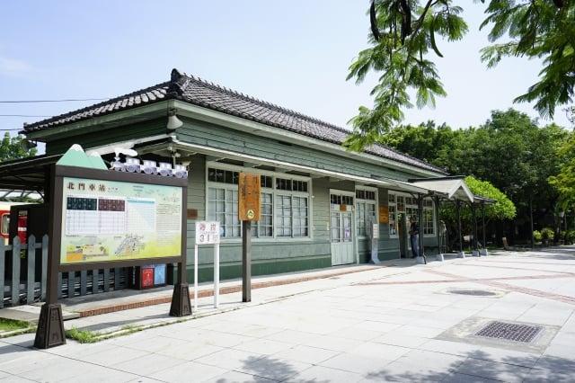 阿里山鐵道北門車站已被公告為嘉義縣縣定古蹟。(林務局提供)