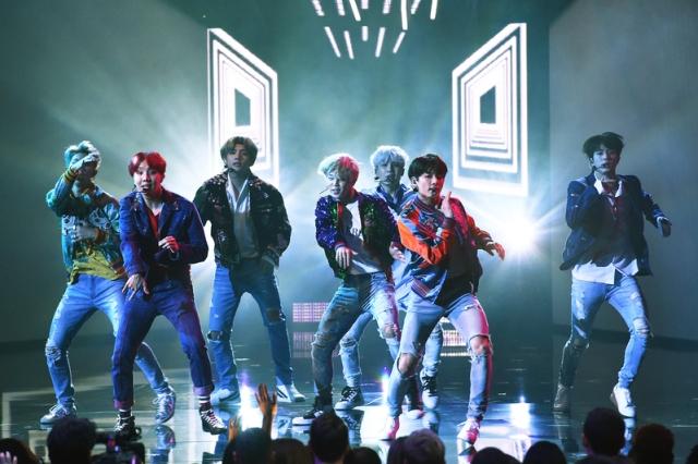 防彈少年團(BTS)於美國洛杉磯出席2017「全美音樂獎」。 (Kevin Winter/Getty Images)