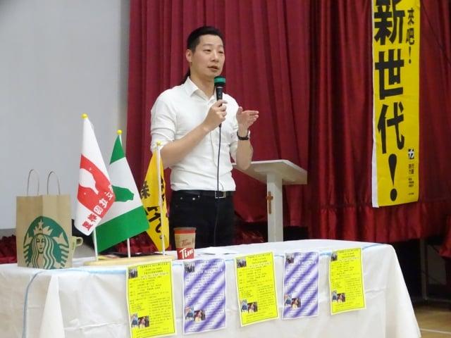 時代力量立委林昶佐在多倫多演說,讓更多加僑瞭解台灣政治現況。(中央社)