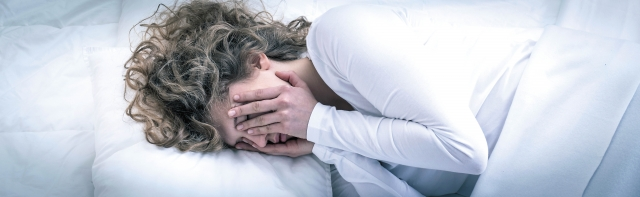 睡眠困擾是多數人都曾面臨的問題,建議民眾先了解自己睡不好的原因,再透過適當的解決方法移除干擾因素。( 123RF)