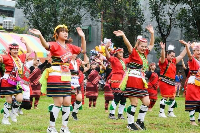 八德原住民族豐年祭,開心跳舞。