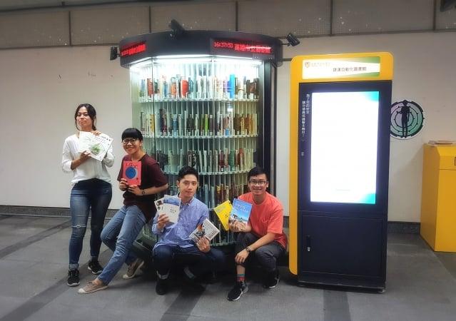 高市圖三座全自動「捷運智慧圖書館」同步升級,提供更優質的租借及還書服務,便利通勤族借閱圖書。(高市圖提供)
