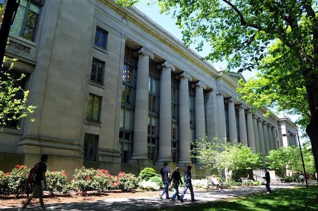 位於麻薩諸塞州的哈佛法學院。(Fotolia)