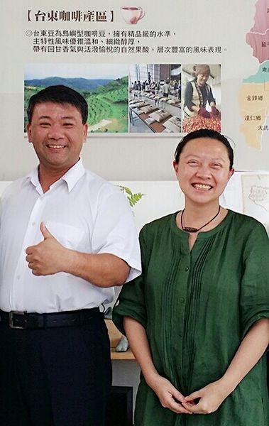 張弘典和吳秀娟老師共同推動阿比的故事。