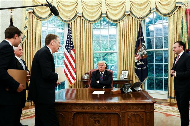 美國總統川普9月12日簽署行政令,將對任何干預美國選舉的外國機構、公司或個人實施制裁。(記者Samira Bouaou/攝影)