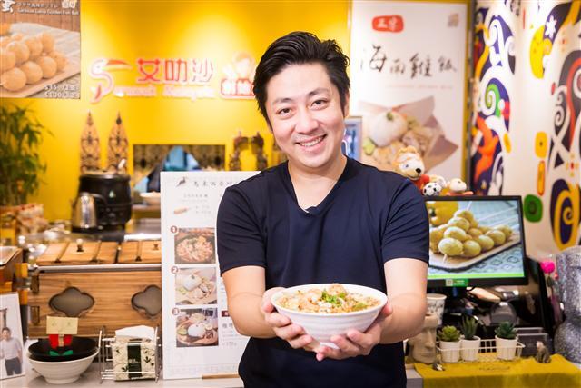 艾成將家鄉沙勞越的美味帶來台灣,讓你不必飛10個小時就能吃到道地的沙勞越古晉的美食。(陳柏州/攝影)