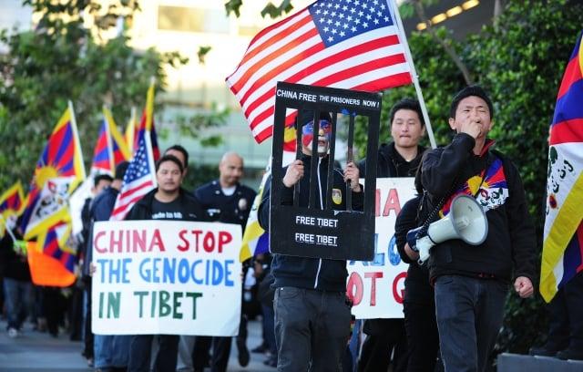 美國聯邦眾議院9月25日通過「對等入藏」議案,聲援遭中共打壓的西藏人。圖為聲援西藏活動。(Getty Images)