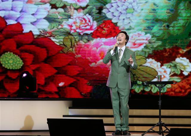 「小哥」費玉清今(27)日公開親筆信,宣布將舉辦告別演唱會。(寬宏藝術提供)
