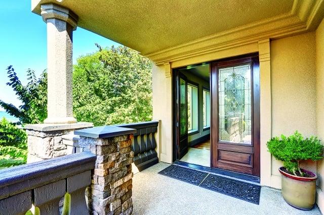 玄關等於「氣的入口」,如果可以整理得乾淨清爽,維持開闊的視野,便能造就良好的家庭運勢。(123RF)