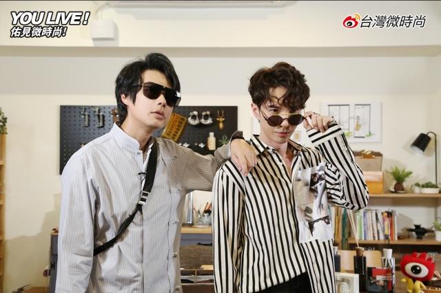 陳勢安(右)試戴墨鏡,俏皮地做時尚三連拍。(新浪微博提供)