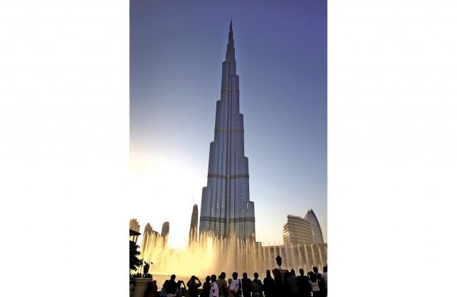 杜拜噴泉是世界上最大的音樂噴泉。(Getty Images)