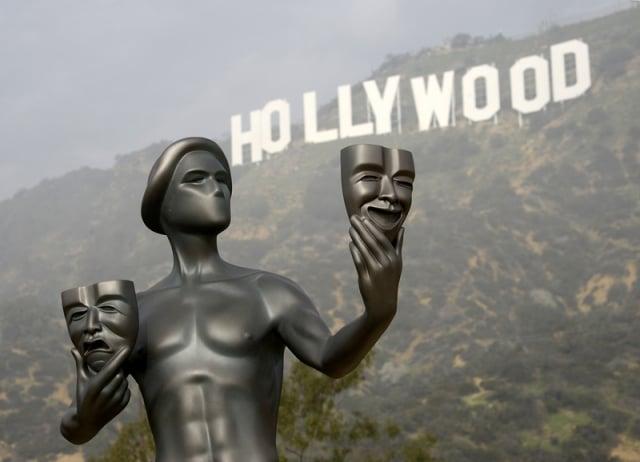 中共審查太超過 彭斯:好萊塢被迫改劇本