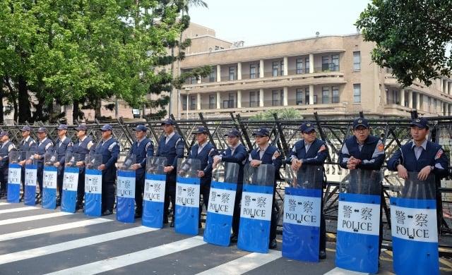 因應年底11月24日九合一選舉以及公投,內政部日前宣布全國員警當天全員停休。(中央社資料照)