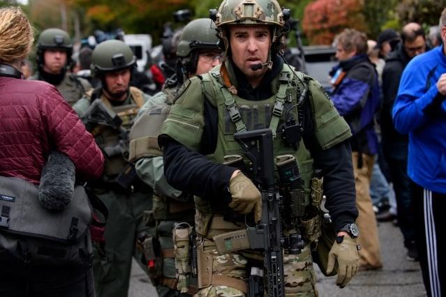 案發後立即趕到現場的特種部隊(SWAT)人員。(Jeff Swensen/Getty Images)