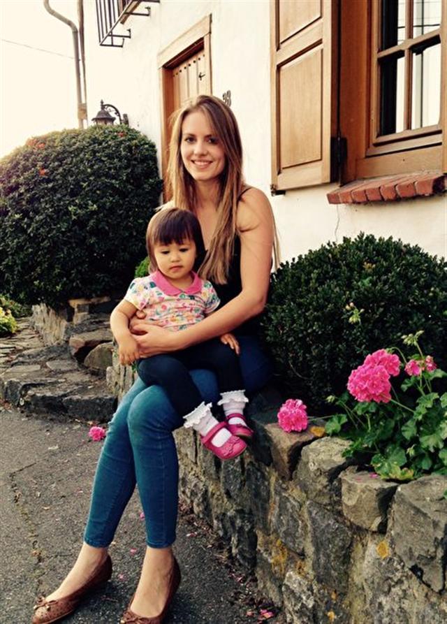 洛蕾塔和女兒。(新唐人電視台)