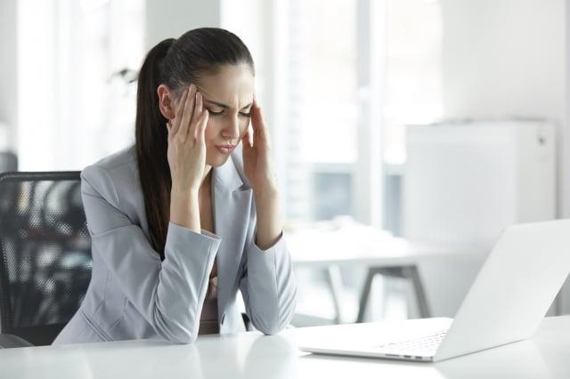 人在緊張或感到壓力時,會從皮膚釋放出一種特殊的氣味,類似洋蔥和大蒜的味道。(Fotolia)