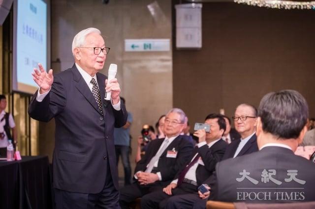 關於台積電創辦人張忠謀(左1)出任今年台灣APEC領袖代表,美國在台協會(AIT)處長酈英傑(Brent Christensen)31日表示,這是非常激勵人心的選擇。圖為資料照。(記者陳柏州/攝影)