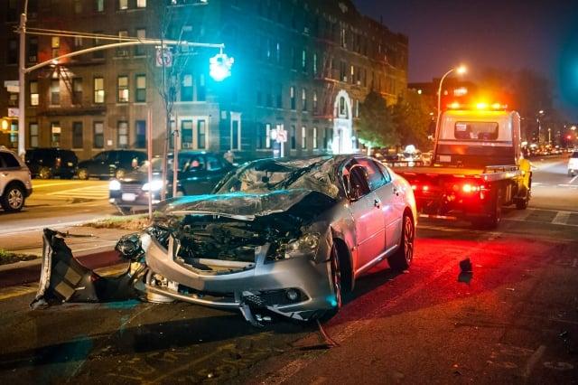 「或許你喝醉了酒,本應該叫一輛Uber載你回家。」(Photo Spirit/shutterstock)