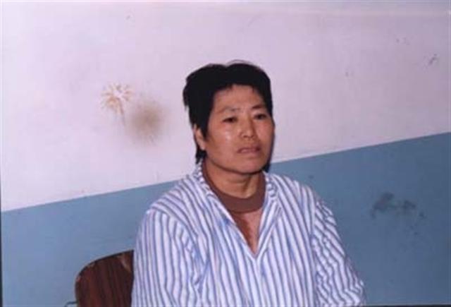 2001年的周潤君,是個四十多歲的中年婦女,曾是毛紡廠的紡織女工。(取自明慧網)