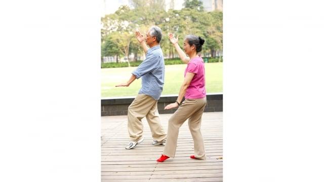 近來的研究表明,力量訓練、瑜伽、氣功等鍛鍊方式對人體有特殊的益處。(Fotolia)