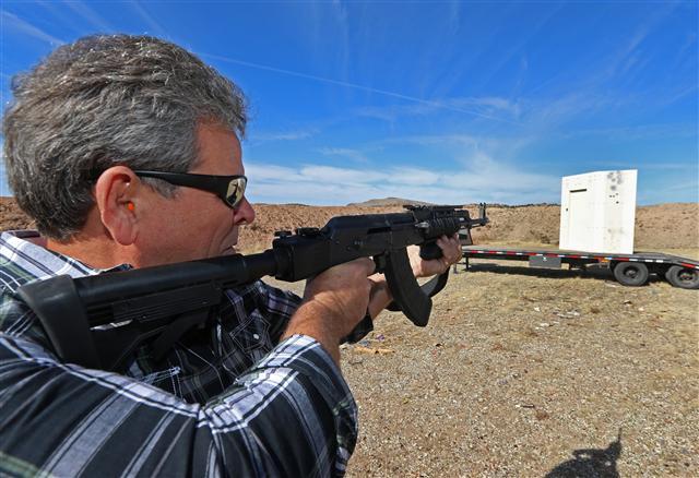 美國民間擁槍的傳統由來已久,擁槍的權力是憲法保護的。(George Frey/Getty Images)