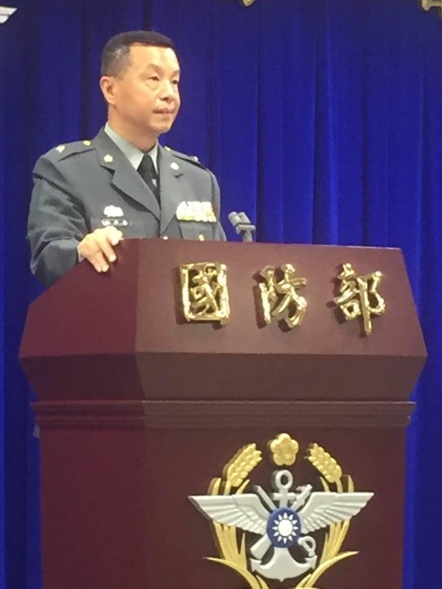 國防部發言人陳中吉13日表示,經過國防部周延而縝密規劃及兼顧戰備狀況,因為戰備留守規定而無法返家投票,不會超過5千人。(中央社)