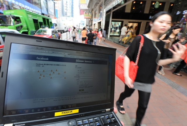 共軍在其社群媒體帳號上的貼文,今年被台灣新聞媒體廣泛轉載,它們刊登了來自部隊帳號的照片和影片,但都沒有查核其真實性。圖為示意圖。(ANTONY DICKSON/AFP/GettyImages)