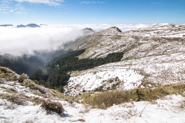 雪染山頭。(攝影/陳立杰)
