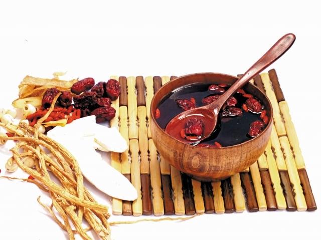 冬令的節氣適合補腎,古人說「見黑補腎」。 (123RF)