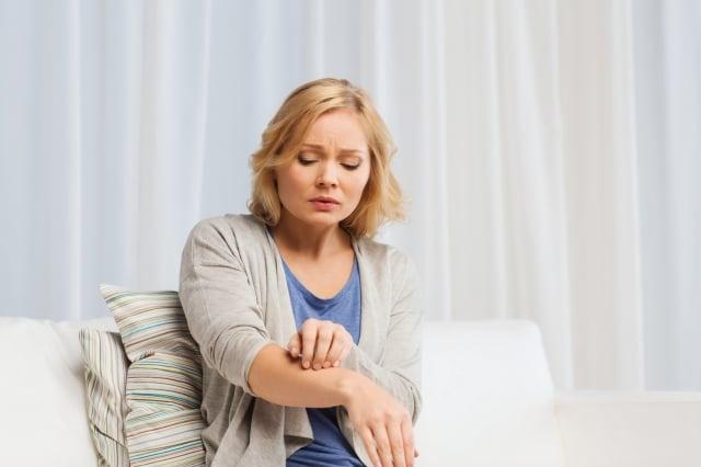 各國乾癬盛行率普遍有逐年增加的趨勢,這與現代人生活壓力大、情緒不穩、熬夜、不當飲食、服用特定藥物等因素而誘發疾病息息相關。(Fotolia)