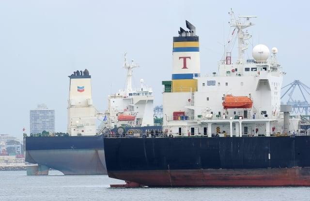 外傳中國企業將在90天內進口美國原油,這正好是美國暫緩提高中國商品關稅的期限。圖為油輪示意圖。(ROBYN BECK/Getty Images))