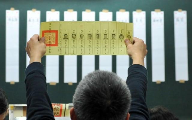行政院長賴清德7日召開記者會說明選後檢討結果,包括民眾對經濟成長無感、一例一休和改革惹民怨等。圖為示意圖。(AFP)