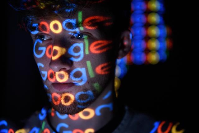 Google表示,Google+新的軟體漏洞,可能導致5,250萬名用戶個資外洩,比原先計畫提早4個月關閉。(Leon Neal/Getty Images)